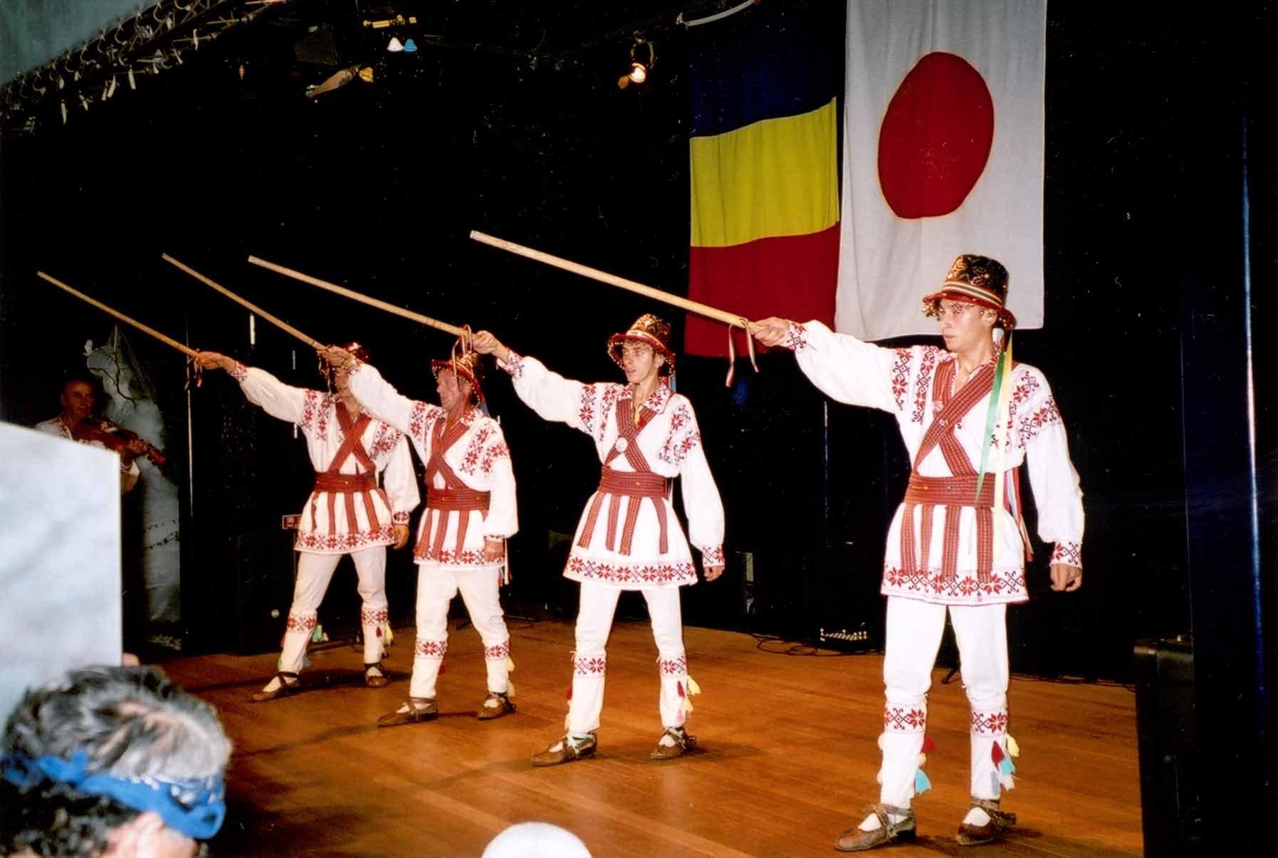 26-calus-Calusari-din-Cezieni-la-Expozitia-Universala-Aichi-Japonia-2005
