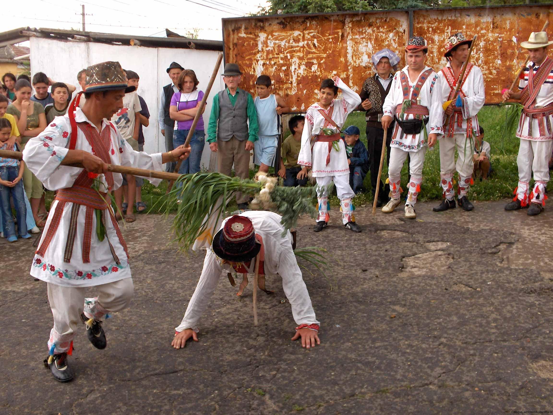 02-calus-depunerea-juramantului-in-fata-satenilor-osica-de-jos-2006
